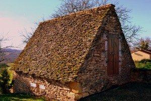 Chambre aménagée dans dépendance en toit de lauzes